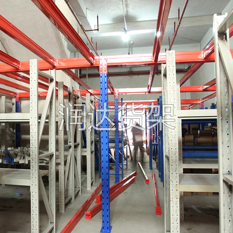 成型仓储货架后对表面的处理.