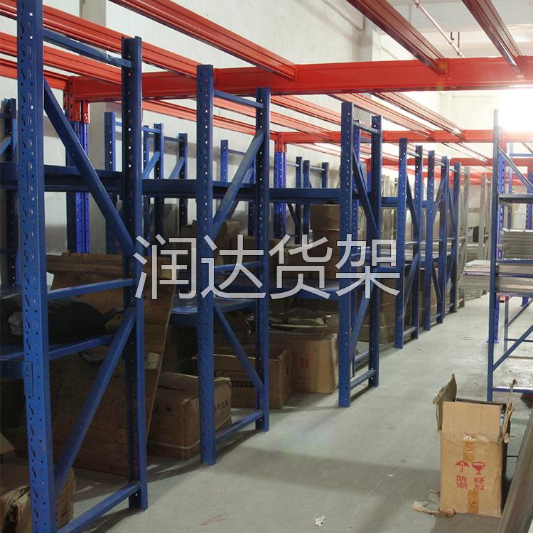 货架报价丨中型仓储货架的特点.