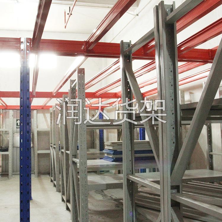 采购穿梭式货架来广州货架轻型工厂参观