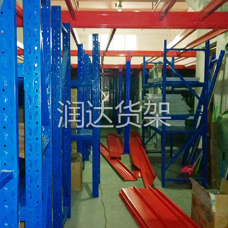 惠州货架怎么提高仓库的存储空间,找润达阁楼是货架解决!